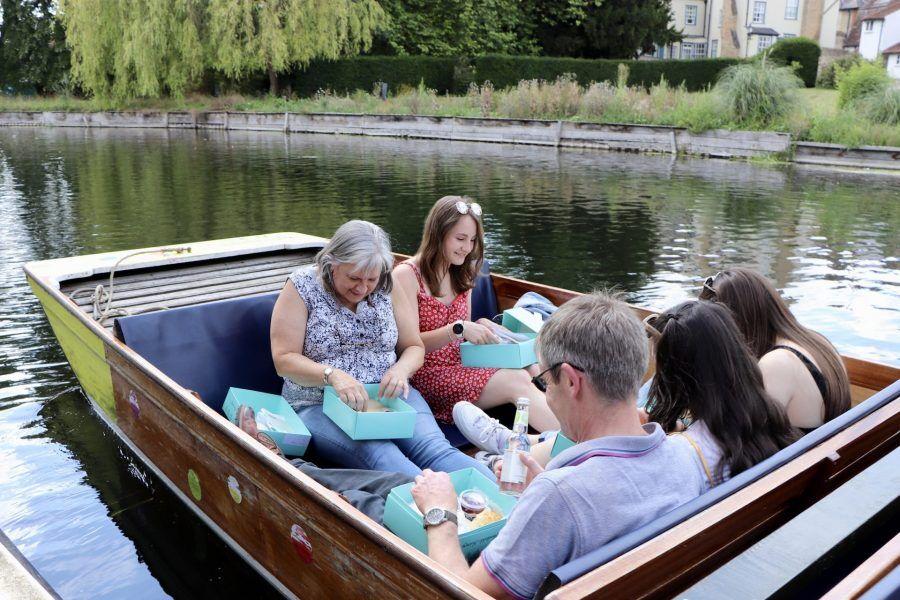 harreits, picnic, cambridge, punting in cambridge, punting, cream tea, afternoon cream tea