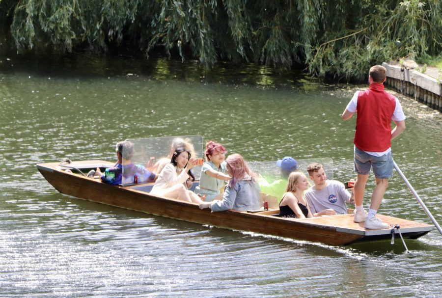 Punting Cambridge, Cambridge Punting, Punting in Cambridge, Chauffeured Punt Tours, COVID-19 safe tours, Outdoor activity, Visit Cambridge, Traditional Punting Company