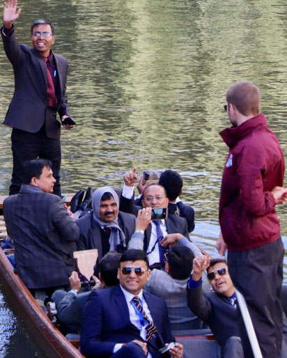 Cambrigde Punting, Punting in Cambrigde, Corporate Event Punting, Private Punting, Chauffeured Punt Tours, Large Group Punting, Corporate days in Cambridge, Corporate events